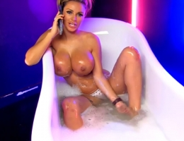 Beautiful British Lady Show Off Boobs