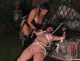 She gets herself fucked and mauled by a mechanical dick!