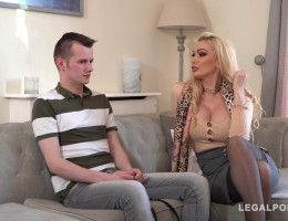 Lost dog leads to intense cock sucking & pussy fucking with Amber Jayne GP766