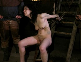 The wandering gypsy Loredana has been observed doing strange magical practices. She\'s arrested and gets her first punishment. She must endure imprisonment, extreme rope bondage, domination, BDSM fun, gang bang, hand torment, spanking, slapping, fingering