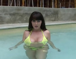 SOPHIE DEE - ENJOYING POOL IN YELLOW BIKINI