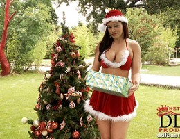 Ms Clause shows us her big juicy holiday tits and xmas pie!