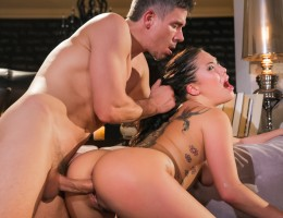 Star London Keyes gets tied up in steamy bondage scene !