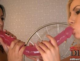 Romanian beauty Dona Bell feeds her hot mams to Jasmine