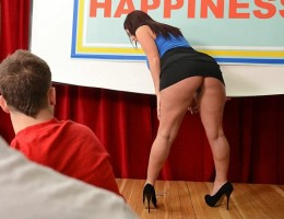 Sophie is a motivational speaker who wants to change lives and spread happiness! Unfortunately, the only inspiring thing about her is her big, beautiful ass. But with her help, Johnny may finally unlock the secret to true anal happiness.