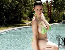Busty legend Karina Heart gets her titties wet in the pool