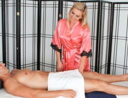 Riley Reece loves musicians and gets kinky with her client