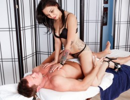 Aimee Black gives an amazing blowjob complete with facial