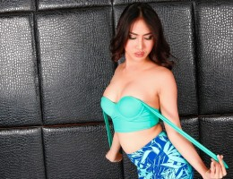 Cute ladyboy Poppy pops a load in this sensual solo scene !