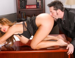 Kianna Dior makes kiss ass and feet and then eat her pussy