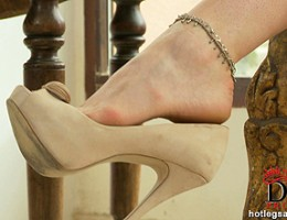 Buxom Paige and her pearls licking her own sensuous toes!